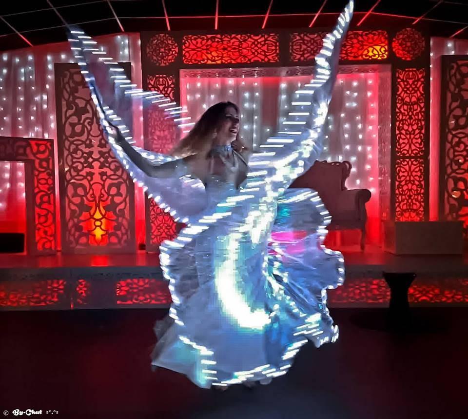 animation danse du monde orientale indhou bollywood br silienne lady red event. Black Bedroom Furniture Sets. Home Design Ideas